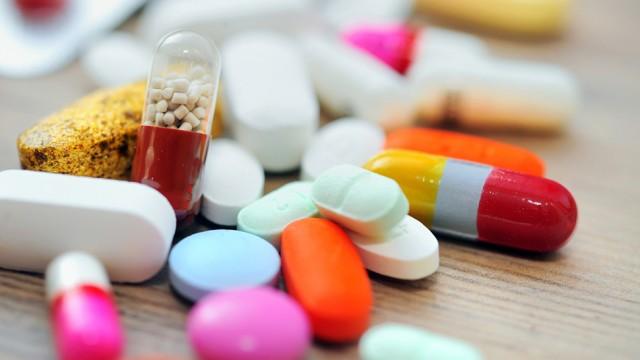 Foto de A diferença entre um medicamento alopático, fitoterápico e homeopático