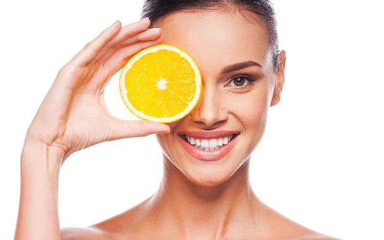 Foto de Argireline, Kinetin e Vitamina C - Como eles podem ajudar sua pele